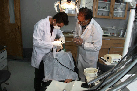دندان پزشکی در حال روزه